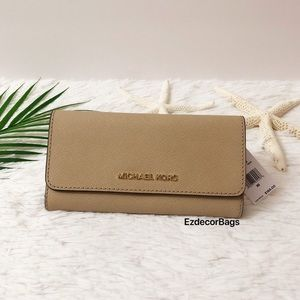 NWT Michael Kors Jet Set Large Trifold Wallet
